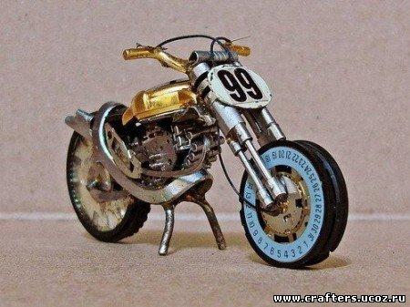 Мотоцикл из запчастей наручных часов - великолепная идея и точное воплощение в мини-моделях