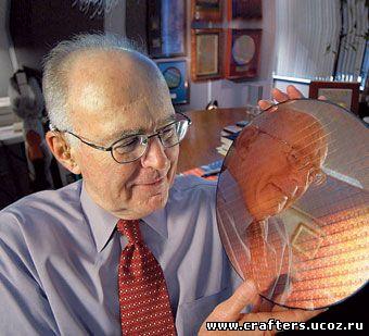 Гордон Мур <nobr>— отец-основатель</nobr> Intel и автор правила имени себя